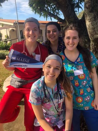 seniors on nursing trip to Costa Rica